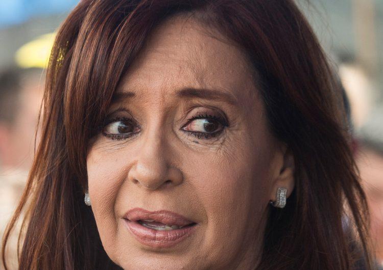 Juez procesa y ordena prisión preventiva contra Kirchner por sobornos