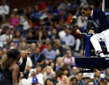 Serena Williams acusa sexismo tras advertencias en el US Open; la multan con 17 mil dólares