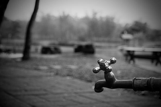 Exigen ciudadanos borrón y cuenta nueva en servicio de agua