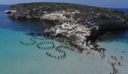 Italia libera a pescadores tunecinos que ayudaron a migrantes a…