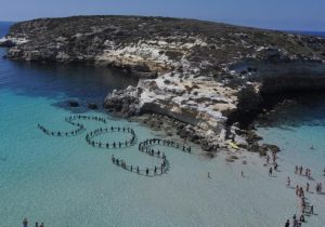 Italia libera a pescadores tunecinos que ayudaron a migrantes a llegar a Europa