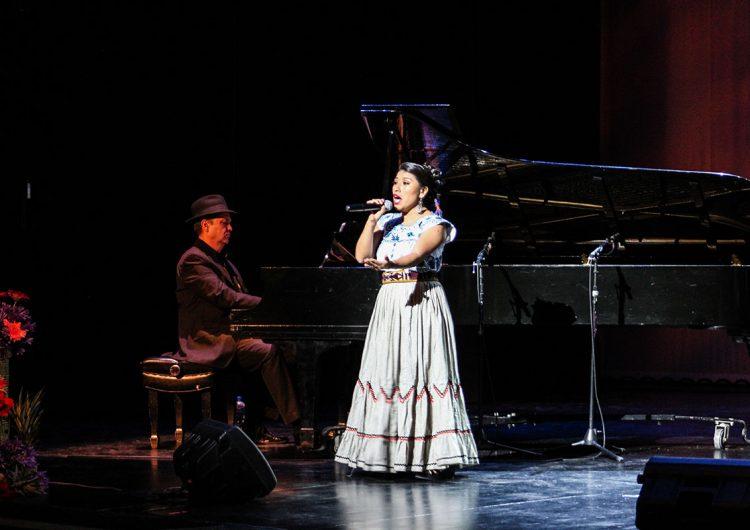 maria-reyna-orgullosa-soprano-mixe
