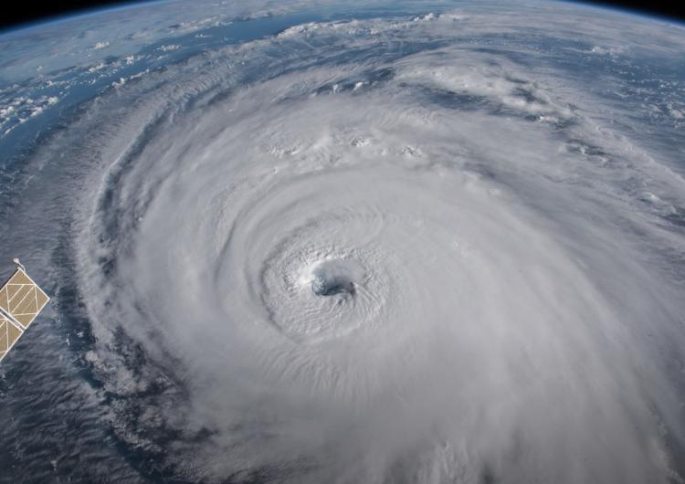 A unas horas de la llegada del huracán Florence, autoridades hacen última llamada para desalojar
