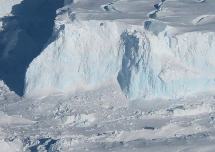 Un enorme muro artificial debajo de la Antártida podría evitar que los glaciares se derritan