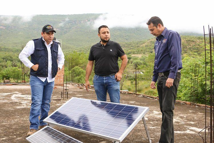 Entregan paneles solares fotovoltaicos a habitantes de Calvillo