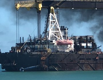 Se incendia el Barco Titán II en Campeche; expertos piden evitar una tragedia mayor