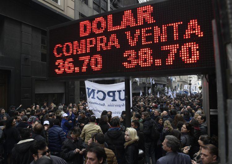 'Estamos en emergencia', dice Macri sobre crisis y anuncia reducción del 50% del gabinete