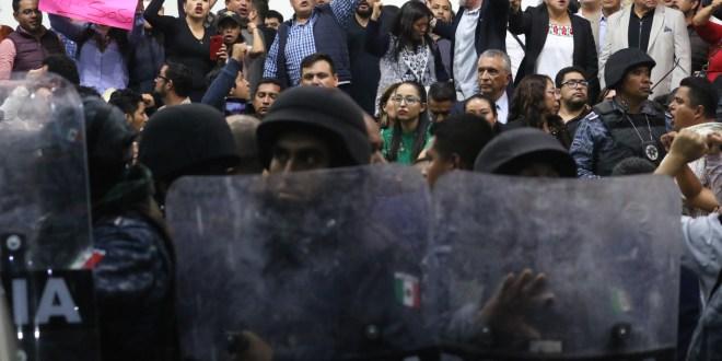 Arman circo legislativo y dos Juntas de Gobierno en Hidalgo