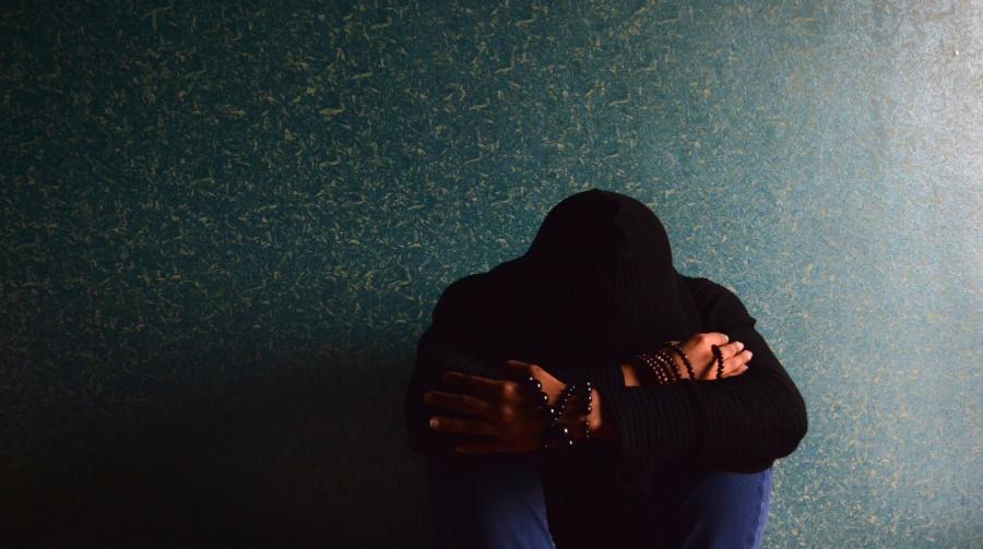 La tristeza, inicio de la depresión y suicidio de jóvenes | Newsweek ...
