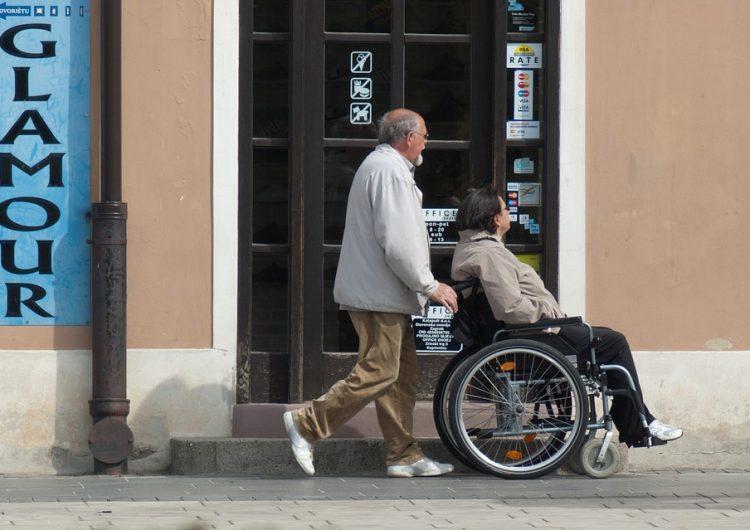 Otorgan 200 vacantes para adultos mayores y personas con discapacidad