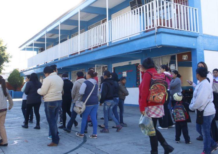 """Siguen existiendo cuotas """"voluntarias"""" en escuelas poblanas: padres de familia"""