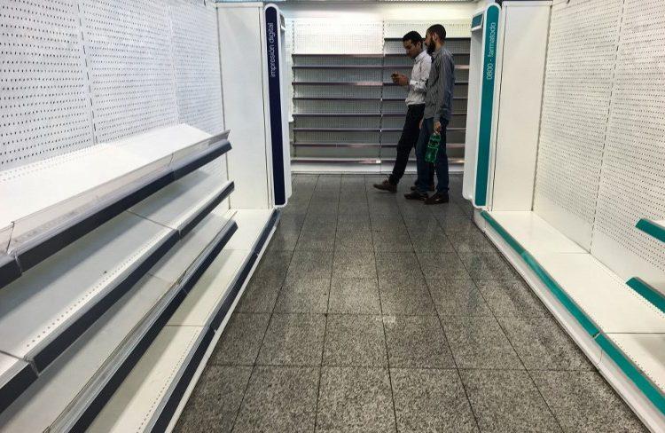 Planta de Colgate en Venezuela suspende operaciones por falta de cajas para distribuir productos