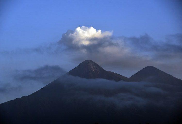 Se activa alerta por actividad de tres volcanes en Guatemala