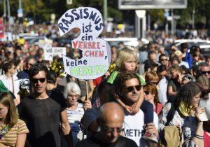 Realizan movilización masiva contra el racismo en las calles de Berlín