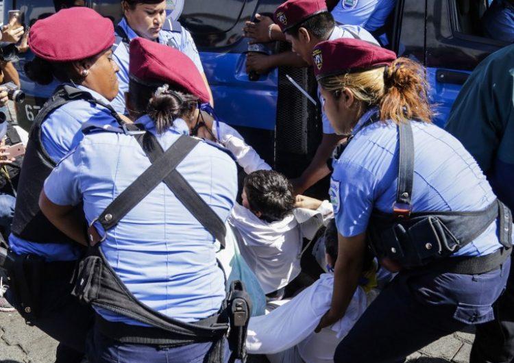 Nicaragua-policía-protesta-ortega