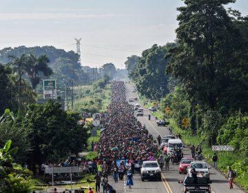 Miles de migrantes reanudan su camino en Mexico hacia Estados Unidos