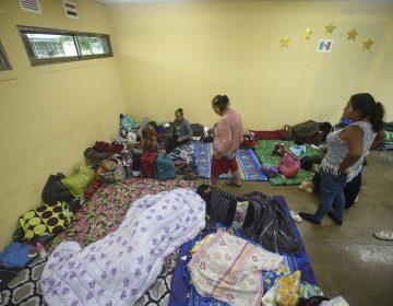 El huracán Willa toca tierra en Sinaloa; mantiene en alerta las costas del Pacífico