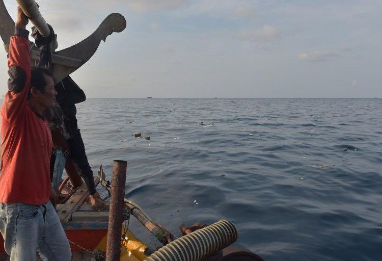 Avión se estrella en el mar en Indonesia con 189 ocupantes; han recuperado seis cuerpos y esperan más muertos