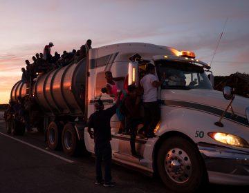 Más de 2 mil personas avanzan en segunda caravana migrante hacia EE. UU.