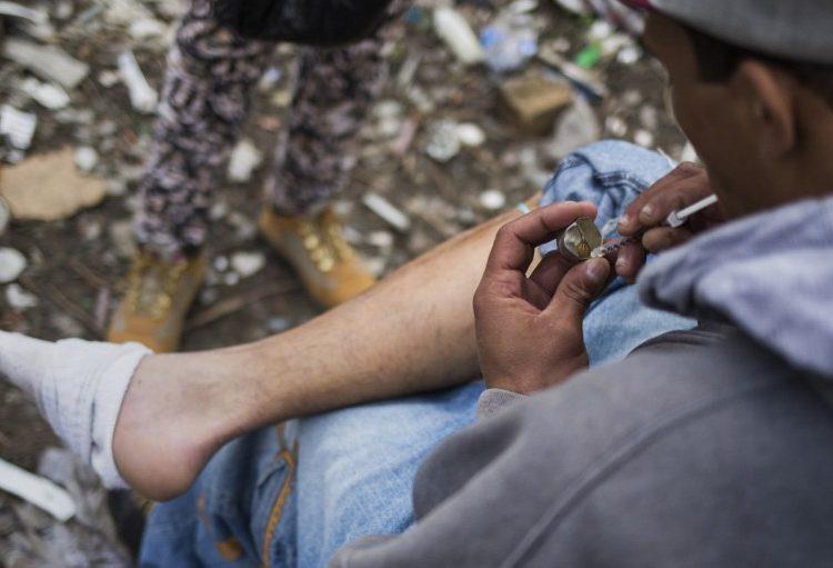 Reducción del daño: cómo el regalar jeringas limpias a adictos podría salvar miles de vidas