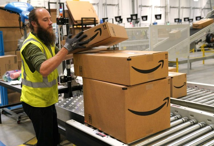 Los estadounidenses confían más en Amazon que en el gobierno, el FBI y sus universidades