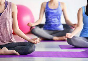 La discordia por la compra de la práctica del yoga