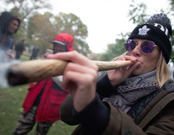 Canadienses están felices con legalización de la mariguana, pero no por su alto precio