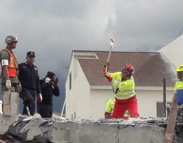 Continúan las labores de rescate en edificio caído en Monterrey