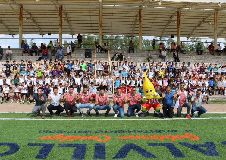 Da Club Necaxa clínica de entrenamiento a 100 niños calvillenses
