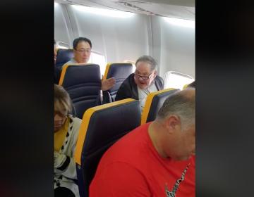 Policía identifica al hombre que lanzó insultos racistas a una mujer en vuelo de Ryanair