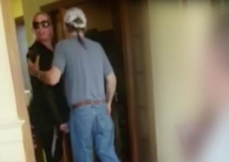 """Mujer ofende a familia que hablaba español en restaurante de EE. UU.; les ordena volver a su """"maldito país"""""""
