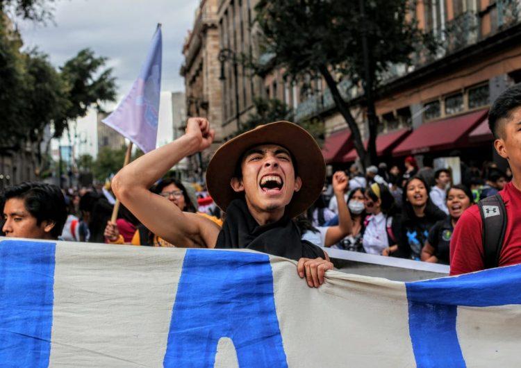 """""""La historia nos une, nos siguen matando"""": miles marchan para recordar a víctimas de Tlatelolco"""