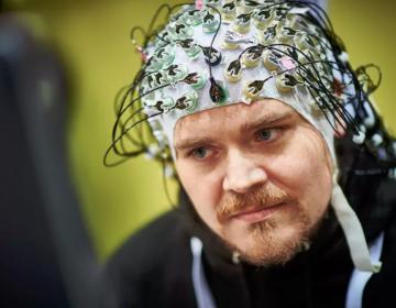 Científicos conectan las mentes de tres personas para comunicarse usando solo ondas cerebrales