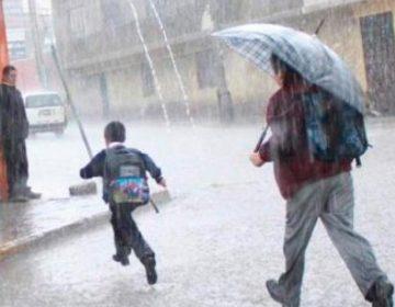 Monitorean escuelas de la Sierra Norte ante fuertes lluvias