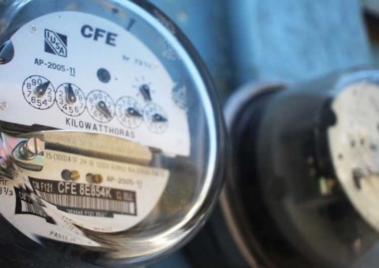 Pacta gobierno con industriales freno a las alzas de tarifas de luz