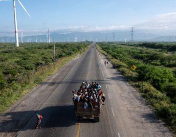Caravana migrante sigue su camino a EE.UU. por Veracruz, estado donde opera el crimen organizado