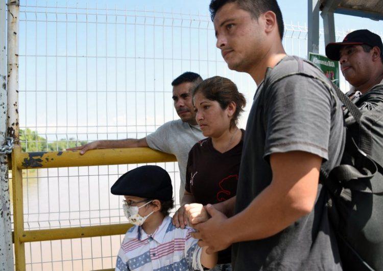 Pareja de la caravana migrante quiere llegar a EE.UU. para tratar el cáncer de su hijo