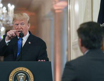 """""""Deberías dejarme dirigir el país"""": Trump reclama a periodista que lo cuestionó por la caravana migrante"""