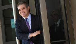 Ordena juez federal a la Casa Blanca devolver pase a…