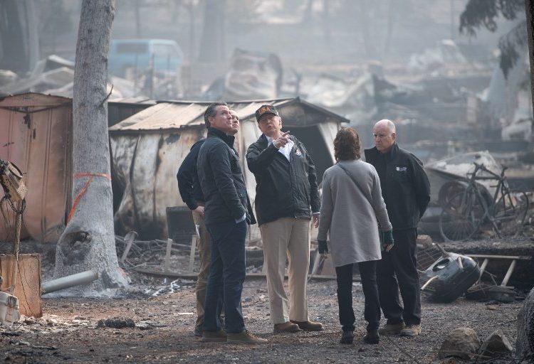 Trump llega a Paradise, ciudad de California devastada por el fuego
