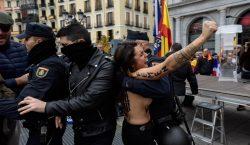 Activistas de Femen irrumpen en homenaje al dictador Francisco Franco…