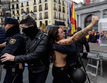 Activistas de Femen irrumpen en homenaje al dictador Francisco Franco en Madrid