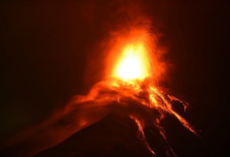 Volcán de Fuego en Guatemala vuelve a hacer erupción; hay casi 3,000 evacuados