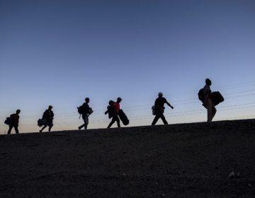 Cruzar ilegalmente a EE. UU. o quedarse en México: el dilema de la caravana migrante