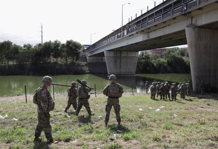 Caravana migrante: documentos filtrados revelan que fuerzas fronterizas de EE. UU. se preparan para milicias ilegales armadas