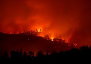Incendios en California dejan al menos 25 muertos y miles de evacuados