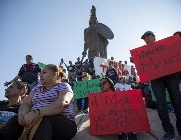 Marchan en Tijuana contra migrantes