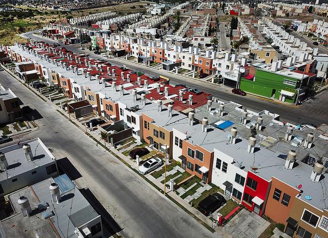 Sin alumbrado ni pavimentación 30% de la población en Aguascalientes: CONEVAL