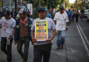 Migrantes hondureños marchan a sede de la ONU en CDMX; piden autobuses para llegar a EE. UU.