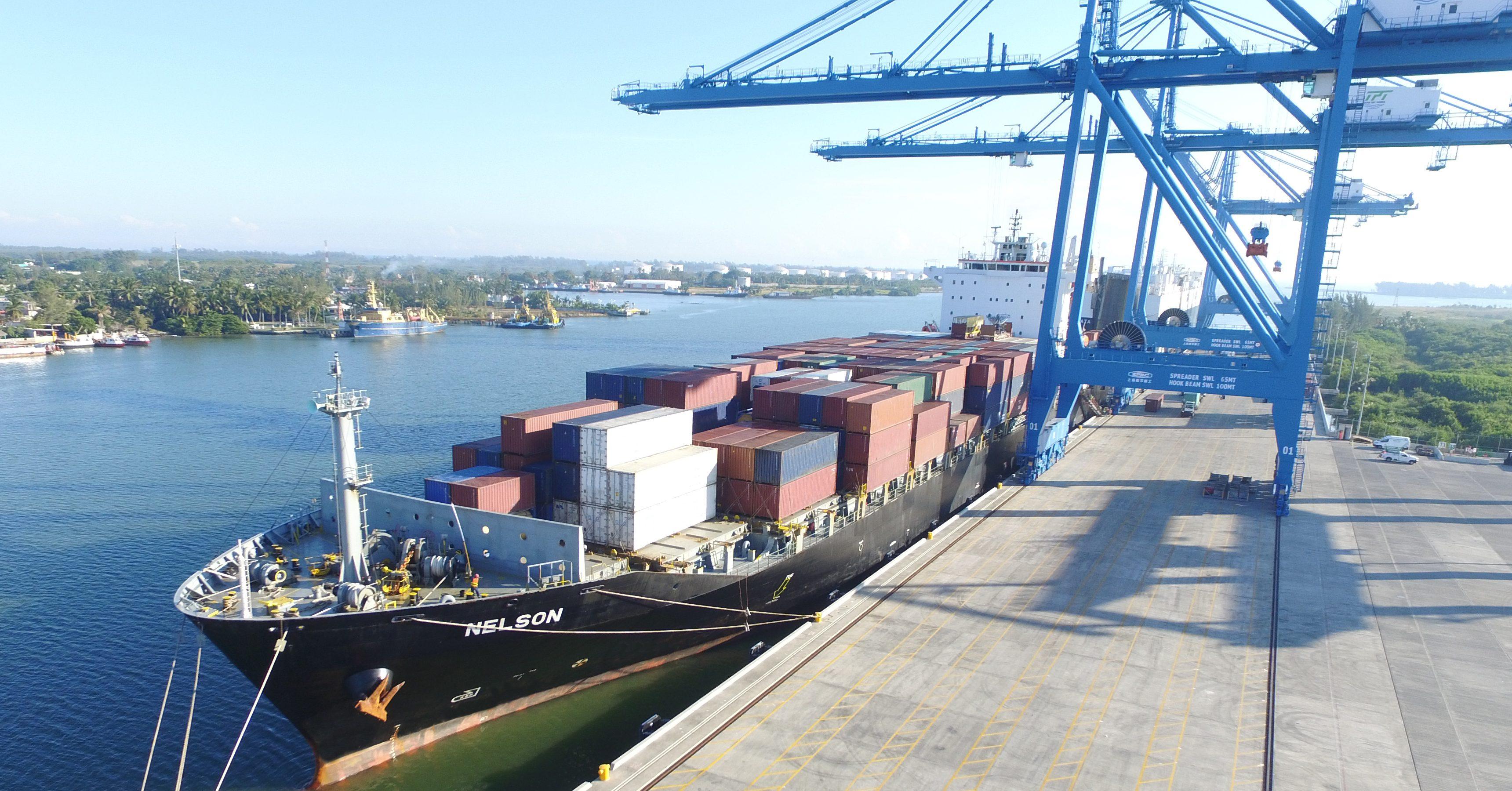 Caída en comercio internacional de Veracruz y una caída en carga contenerizada y carga general